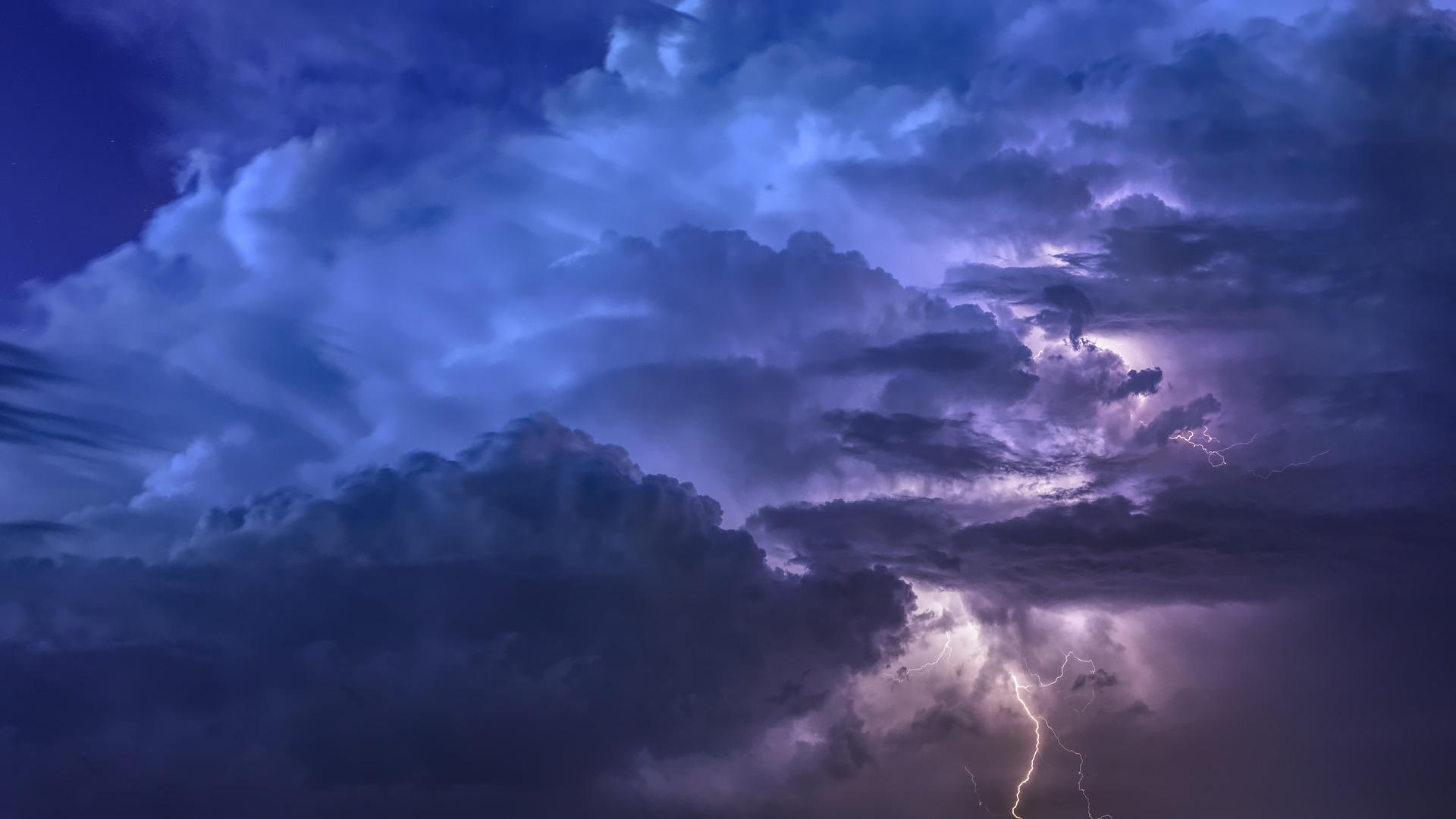 Wenn es blitzt und kracht: Verhaltenstipps bei Gewitter